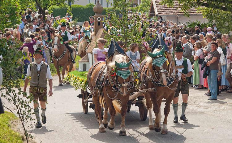 Brauchtum Pferdeumritt Holzhausen Teisendorf Leonhardiritt Pferde