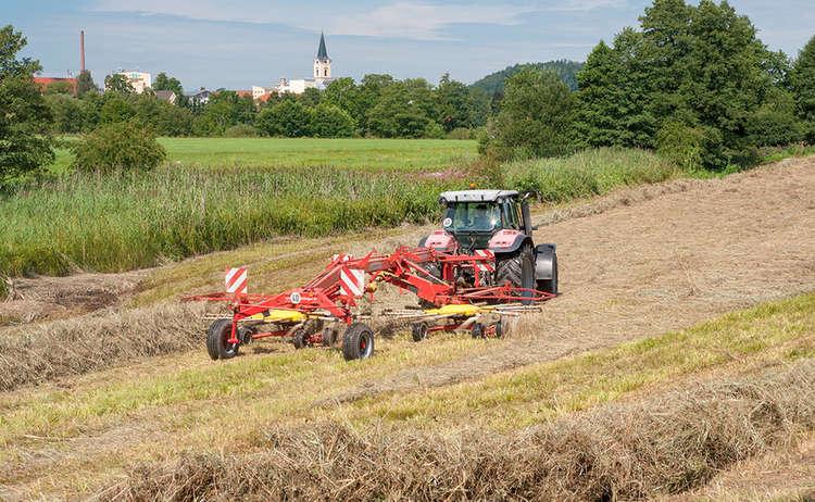Traktor Heuernte Landwirtschaft Teisendorf Bauernhof